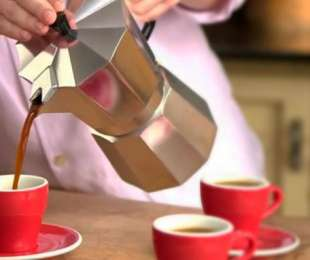 Используем гейзерную кофеварку
